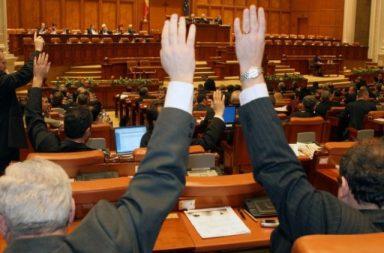Surse: Câ?i parlamentari voteaz? pentru suspendarea lui B?sescu